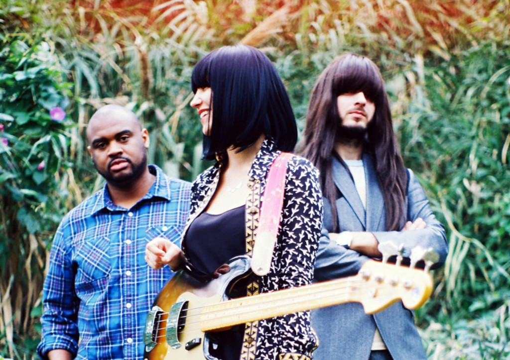 Khruangbin - Photo 1 edit_mini